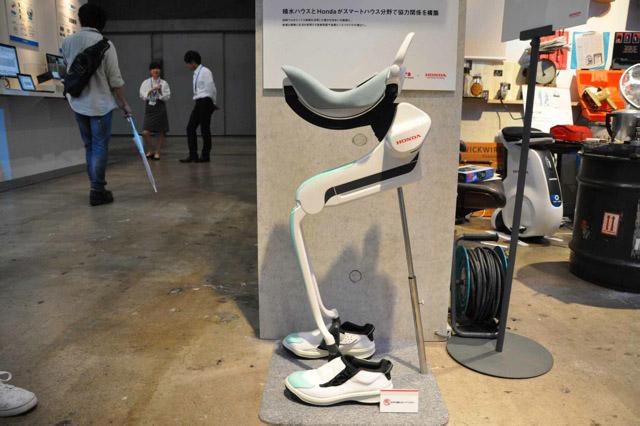 参考出展の「体重支持型歩行アシスト(試作機)」